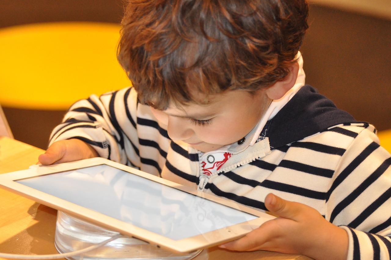 Niños: El abuso de la tecnología afecta al desarrollo cognitivo del cerebro